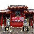 沖縄体験王国「むら咲むら」でシーサー作りや温泉体験も!